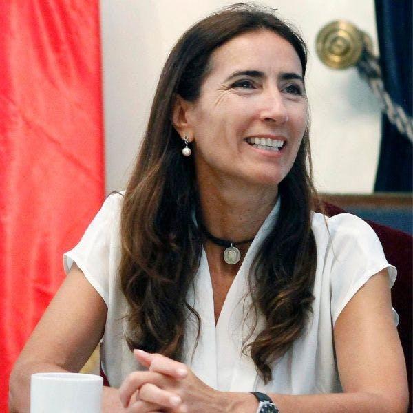 """Carolina Schmidt y los preparativos de la COP25: """"Esperamos recibir a 20 mil personas en Santiago, habrá buses eléctricos especiales para trasladar a todos"""" - Podcast - Protagonistas - Entrevista FM - Emisor Podcasting"""