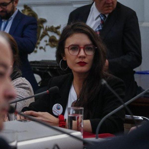 """Diputada Vallejo: """"No le hace bien a la política el espectáculo que dieron los parlamentarios de Chile Vamos y el ministro Monckeberg"""" - Mesa Central - Entrevista - Emisor Podcasting"""