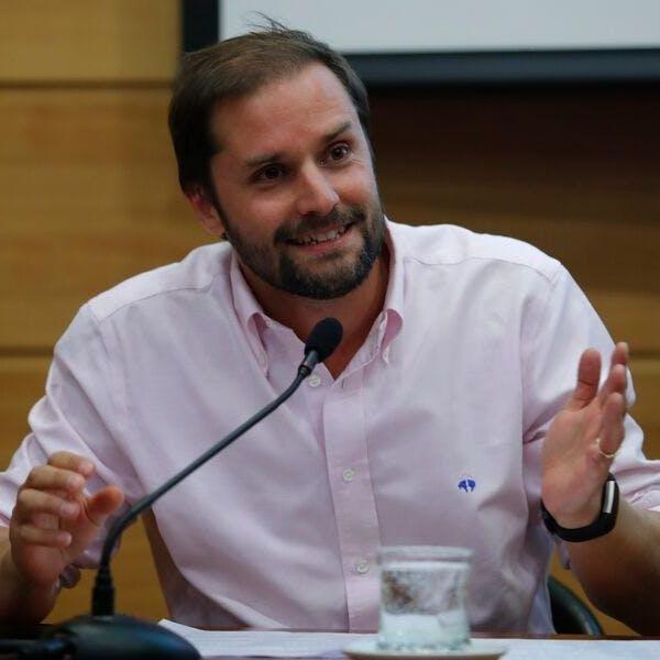 """Jaime Bellolio: """"La acusación constitucional contra la ministra Cubillos no tiene ningún fundamento jurídico y está mal dirigida - Podcast - Protagonistas - Entrevista FM - Emisor Podcasting"""