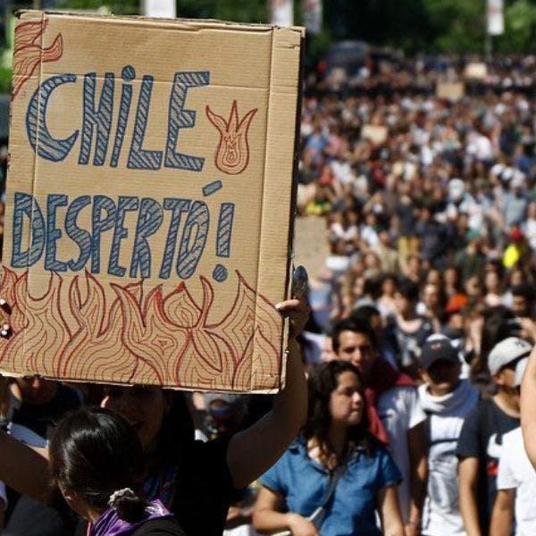 """Director ejecutivo de Activa Research, Ramón Cavieres: """"Un 80% está de acuerdo con las demandas ciudadanas. Un 37% considera que el gobierno ha reaccionado lentamente""""   - Podcast - Protagonistas - Entrevista FM - Emisor Podcasting"""