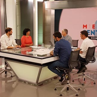 Panel Congresistas: Ley Antisaqueos y panorama económico para el 2020 - Podcast - Mesa Central Domingo - Entrevista - Emisor Podcasting