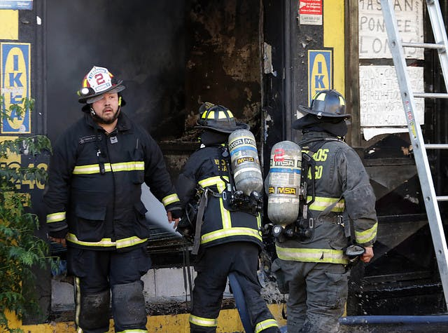 Bomberos de Santiago: Para todo lo que se vive en la calle, hemos tenido pocos incidentes que podríamos decir que fueron con voluntad explícita de dañar a Bomberos